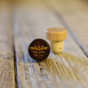 Lot of Personalized Wine Stopper Dark | Gills