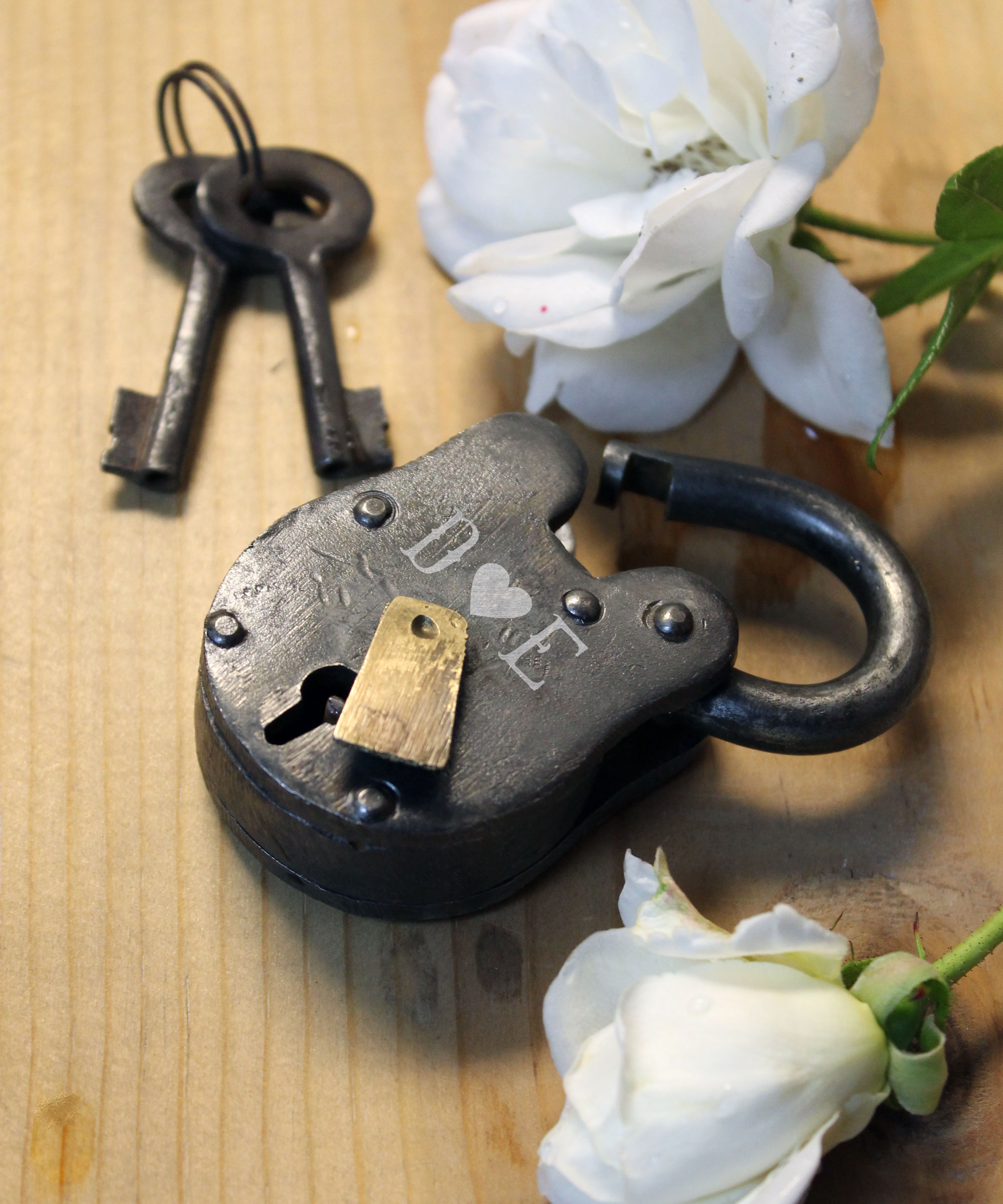 Antique Love Lock with Keys | D Heart E