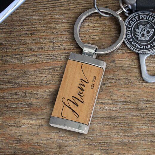 Personalized Wood Metal Key chain   Mom Script